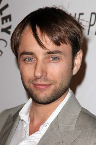 Vincent Kartheiser masking his hairline